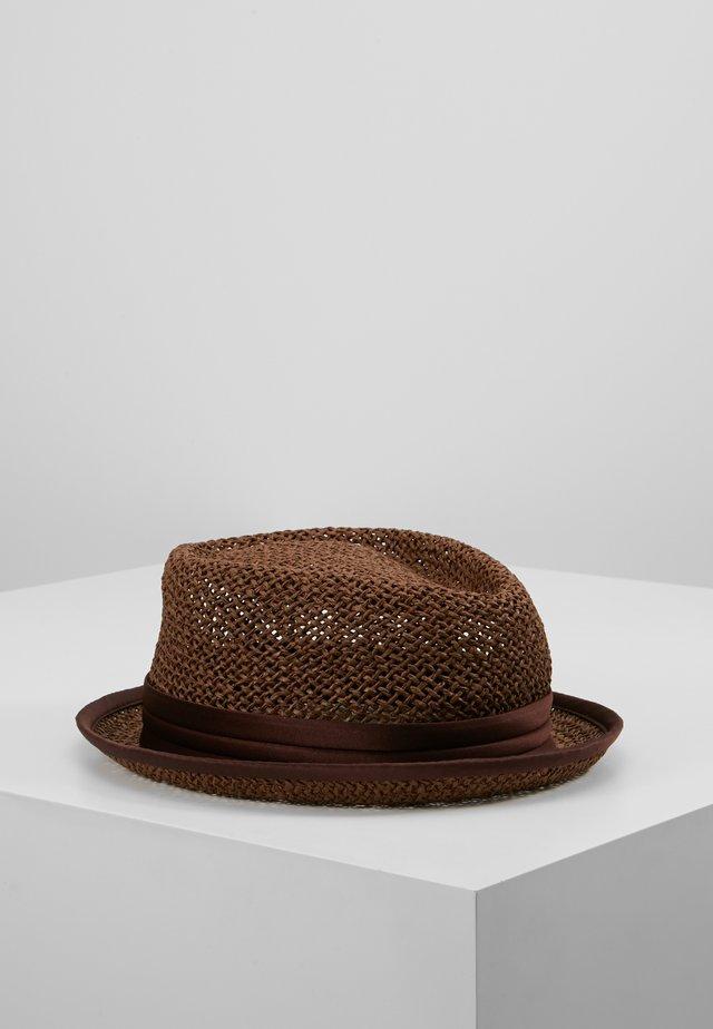 STOUT PORK PIE - Hoed - brown