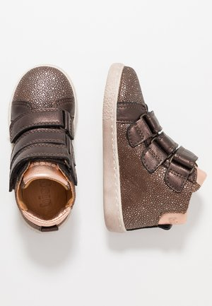 TRAINERS - High-top trainers - brown