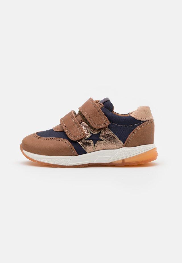 KAMMA - Sneaker low - sienna