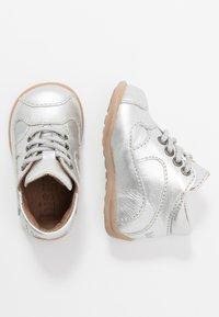 Bisgaard - CLASSIC PREWALKER - Baby shoes - silver - 0