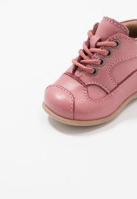 Bisgaard - CLASSIC PREWALKER - Baby shoes - rosa - 2