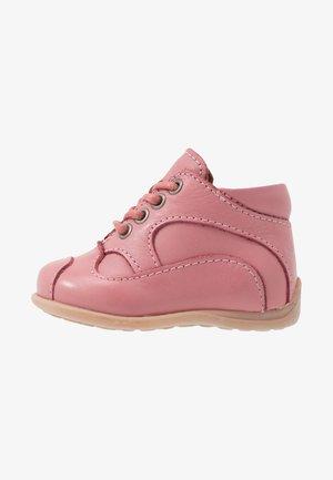 CLASSIC PREWALKER - Baby shoes - rosa