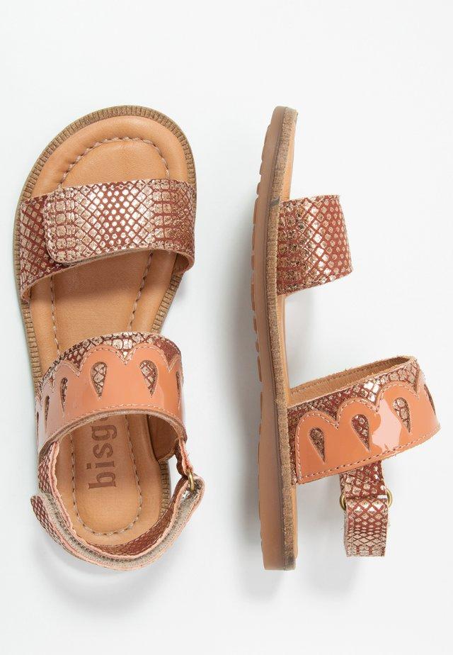 BELLE  - Sandaalit nilkkaremmillä - amber