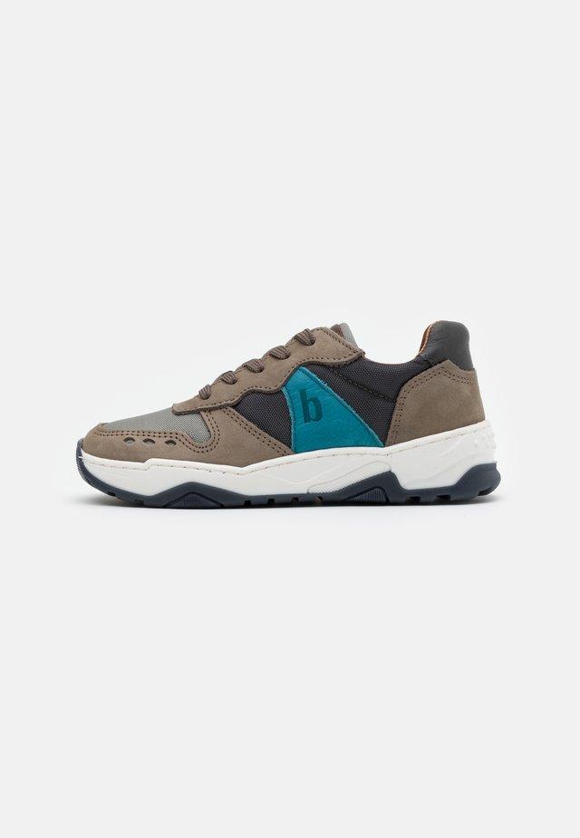 VILLADS - Sneakers - grey