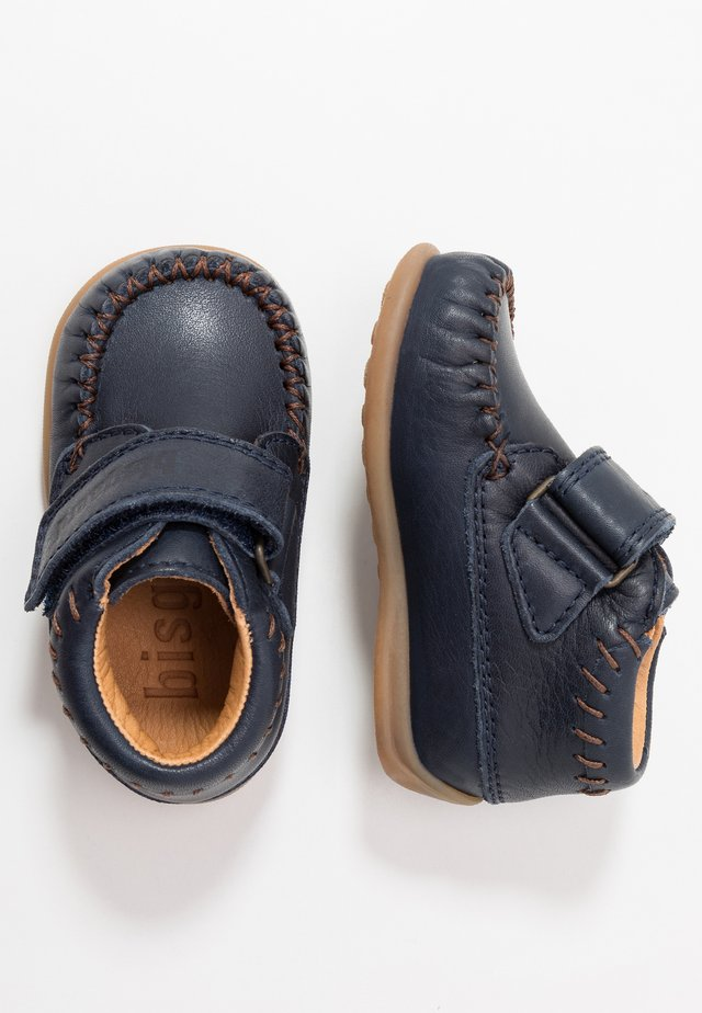 MOCCASIN PREWALKER - Baby shoes - navy