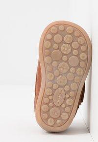 Bisgaard - MOCCASIN PREWALKER - Baby shoes - cognac - 5