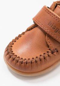 Bisgaard - MOCCASIN PREWALKER - Baby shoes - cognac - 2