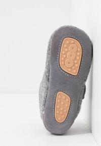 Bisgaard - BABY HOME SHOE - Domácí obuv - grey - 5