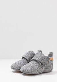 Bisgaard - BABY HOME SHOE - Domácí obuv - grey - 3