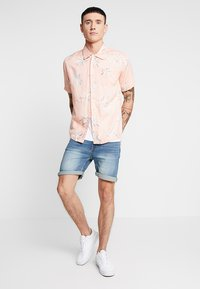 Bellfield - POCKET CAMP COLLAR PARADISE  - Chemise - pink - 1