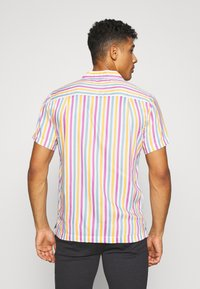 Bellfield - CUBAN COLLAR STRIPE PRINT - Shirt - white - 2