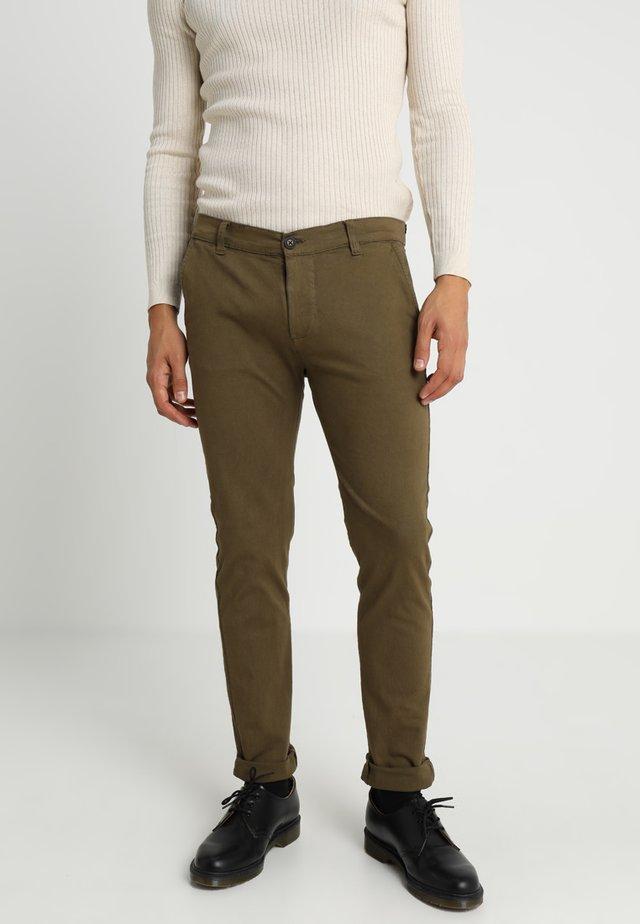 STRETCH CHINOS - Chino kalhoty - dark khaki
