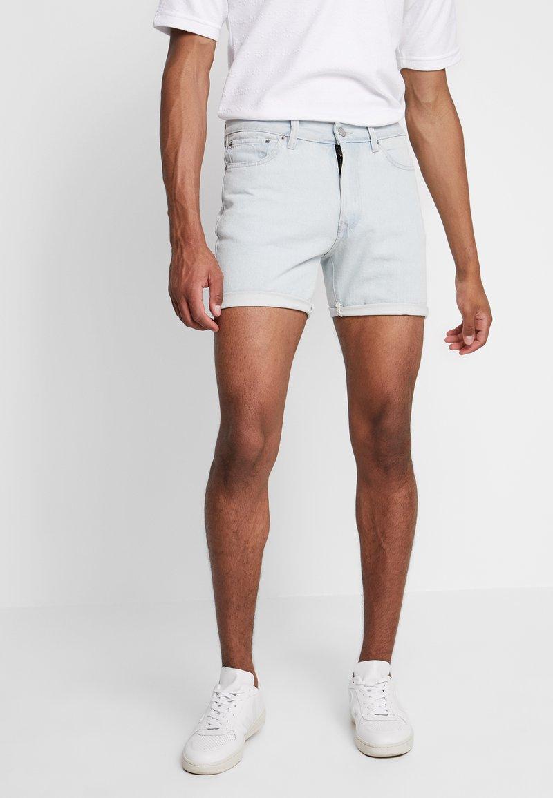 Bellfield - ROLLED - Short en jean - bleach wash