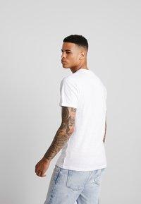 Bellfield - WORLD  - T-shirt imprimé - white - 2