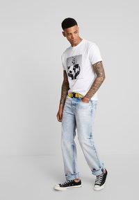 Bellfield - WORLD  - T-shirt imprimé - white - 1