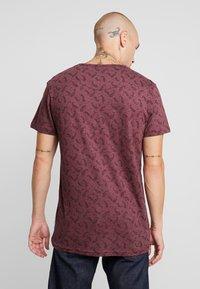 Bellfield - DITSY - T-shirt imprimé - oxblood - 2