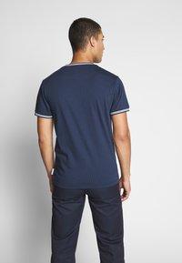Bellfield - TIPPED CREW - T-shirt z nadrukiem - navy - 2