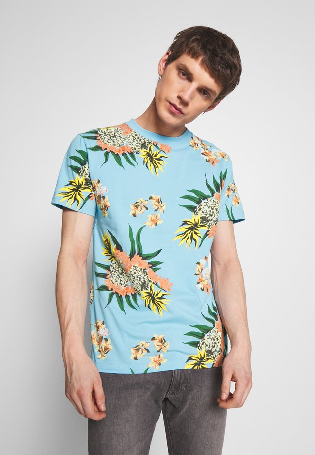 GARLAND TEE - Print T-shirt - pale blue