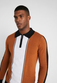 Bellfield - SIDE STRIPE ZIP FUNNEL NECK - Pullover - old gold/black