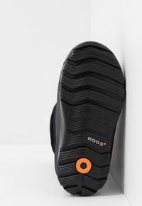 Bogs - CLASSIC - Zimní obuv - black - 5