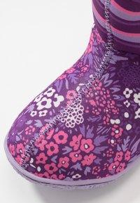 Bogs - BABY GARDEN - Snowboots  - purple/multicolor - 2