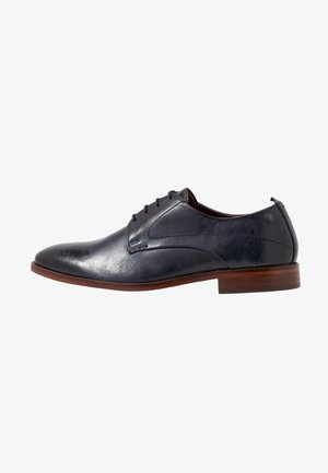 SCRIPT - Derbies & Richelieus - washed navy