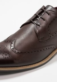 Base London - HEWITT - Derbies & Richelieus - burnished brown
