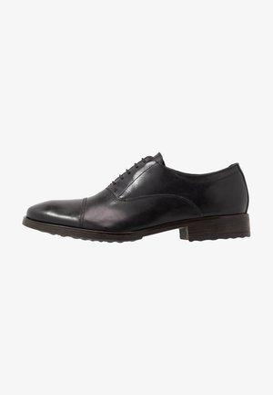Oksfordki - burnished black