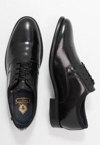 Base London - NERO - Eleganckie buty - hi shine black - 1