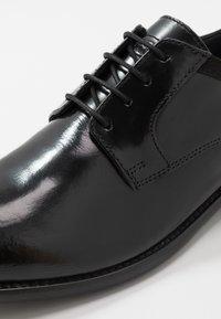 Base London - NERO - Eleganckie buty - hi shine black - 5