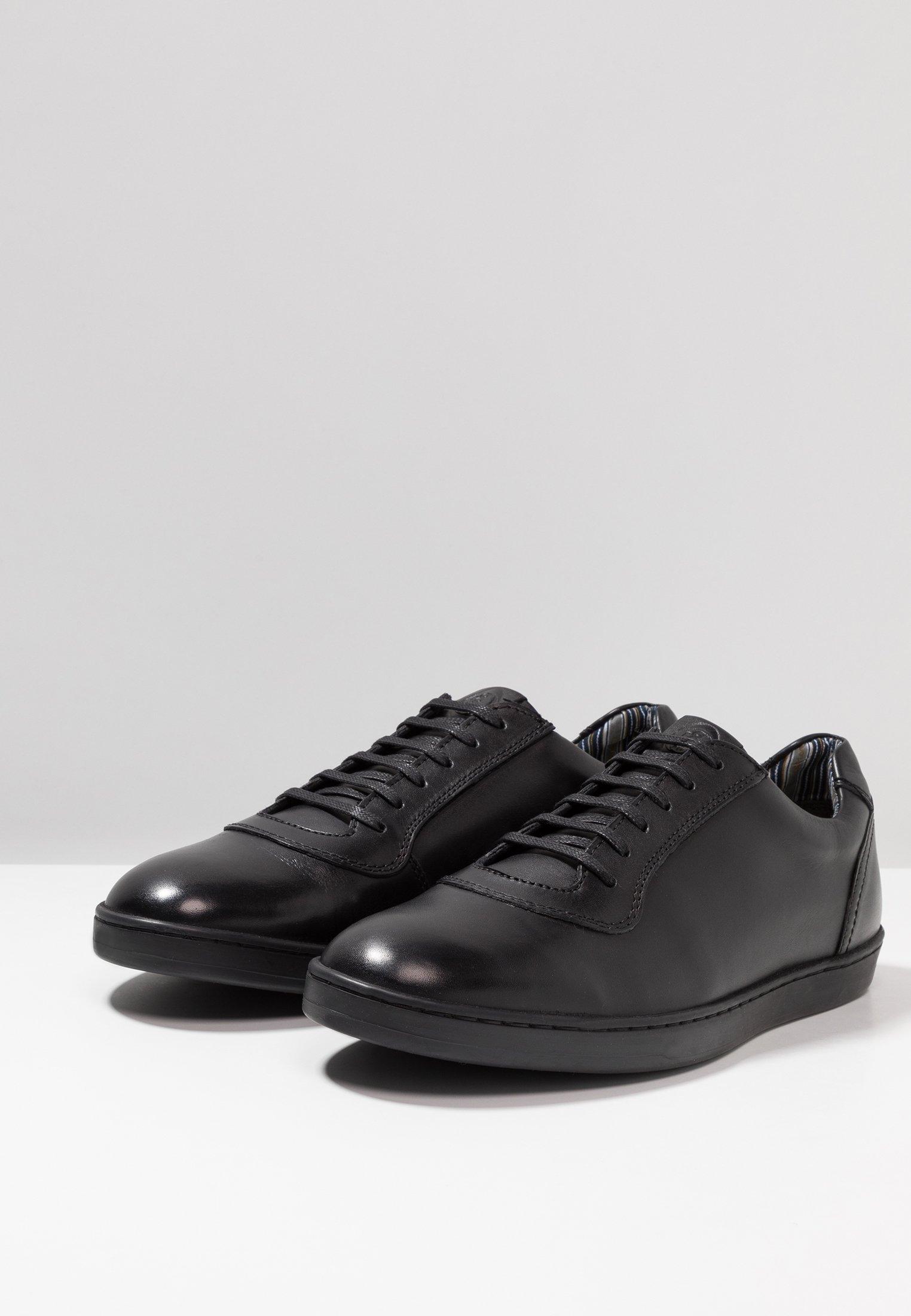 base hustle shoes black