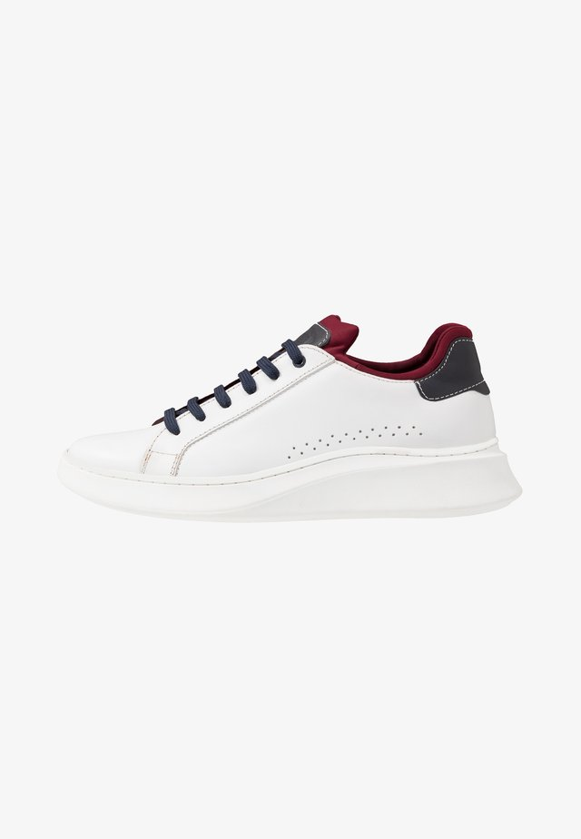 CRESCENT - Sneakers - waxy white/navy