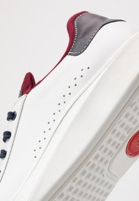 Base London - CRESCENT - Trainers - waxy white/navy - 5