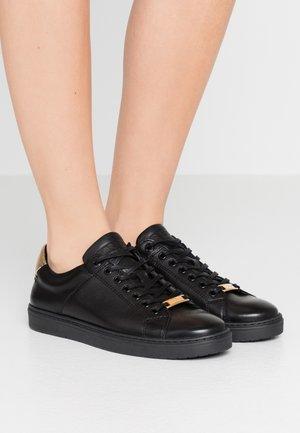 HERRERA - Trainers - black/gold