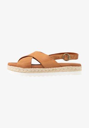 AISLA - Sandály na platformě - tan