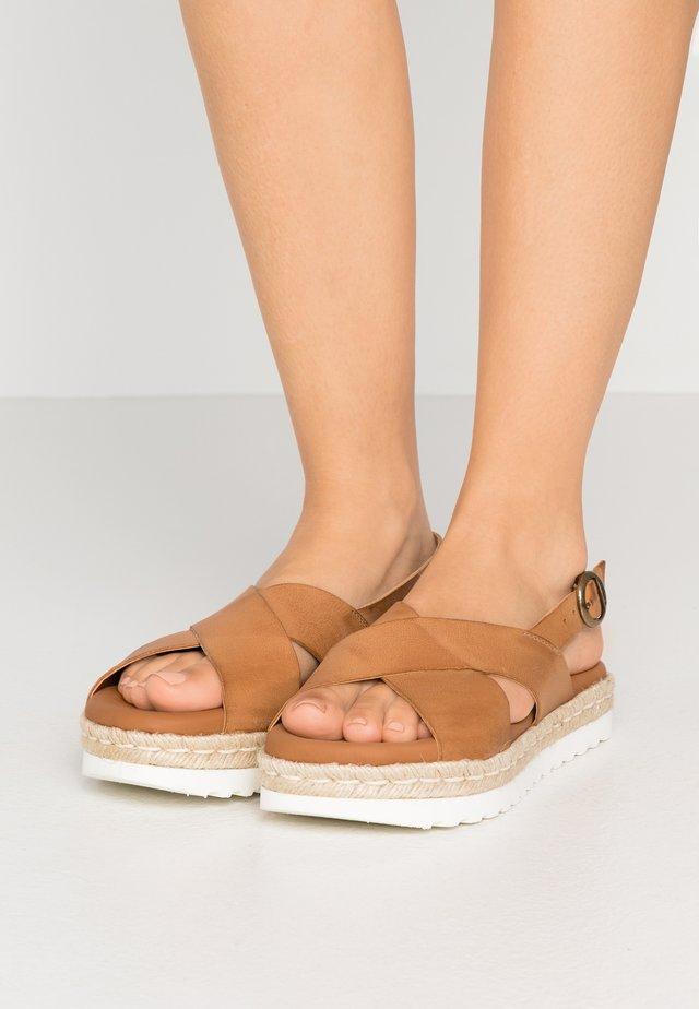 AISLA - Sandalen met plateauzool - tan