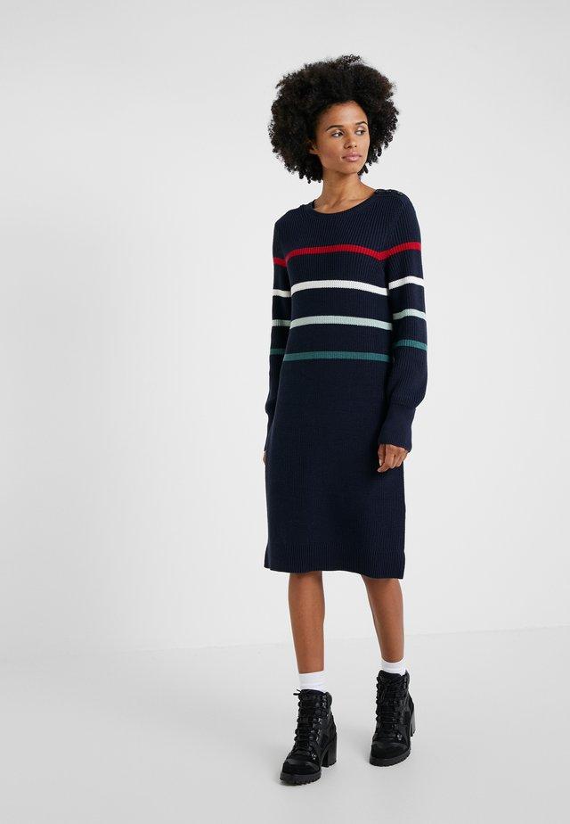 SHOREWARD DRESS - Pletené šaty - navy