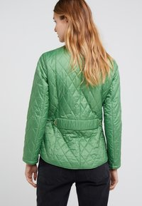 Barbour - FLYWEIGHT CAVALRY QUILT - Light jacket - clover - 2