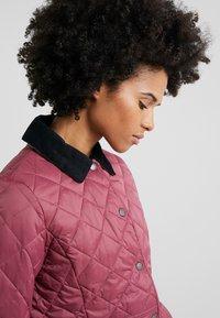 Barbour - DEVERON QUILT - Light jacket - rouge/navy - 4