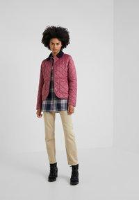 Barbour - DEVERON QUILT - Light jacket - rouge/navy - 1