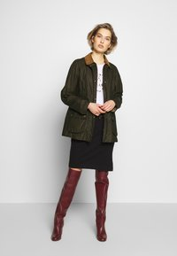 Barbour - BARBOUR LIGHTWEIGHT BEADNELL - Short coat - archive olive - 1
