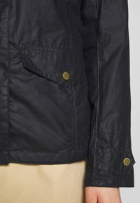 Barbour - MACKAY WAX - Waterproof jacket - royal navy - 5