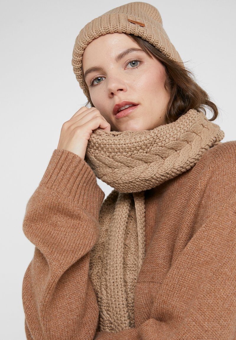Barbour - CABLE HAT SCARF SET - Scarf - mink