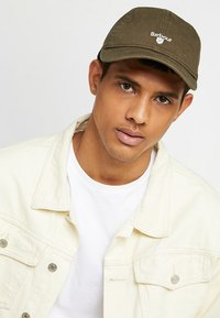 Barbour - CASCADE SPORTS - Cap - olive