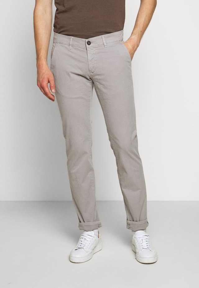 JUSTO - Chinos - light grey