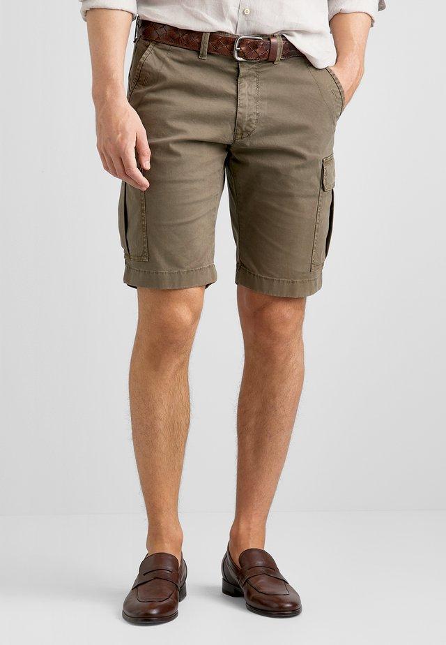 JARNE - Shorts - olive