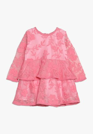 EMBER DRESS - Freizeitkleid - pink
