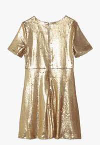 Bardot Junior - SEQUIN DRESS - Koktejlové šaty / šaty na párty - gold - 1