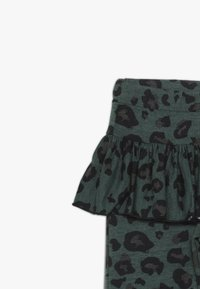 WAUW CAPOW by Bangbang Copenhagen - BETTY - Leggings - Trousers - green - 4