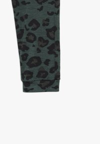 WAUW CAPOW by Bangbang Copenhagen - BETTY - Leggings - Trousers - green - 2